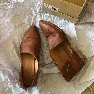 Like new Free People leather Royale Flats whiskey